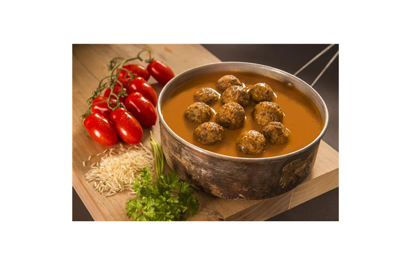 Boulettes de viande et de riz basmati et sauce tomate